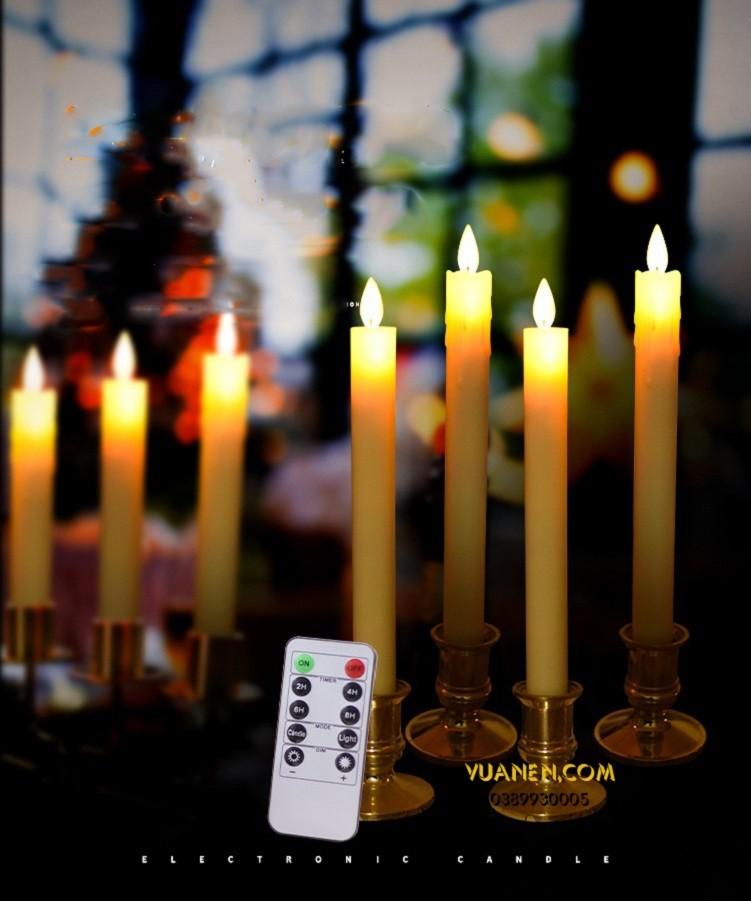 những ngọn nến cao để bàn thờ