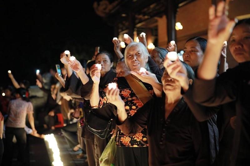 nến tealight rất an toàn khi sử dụng trong những lễ hội lớn