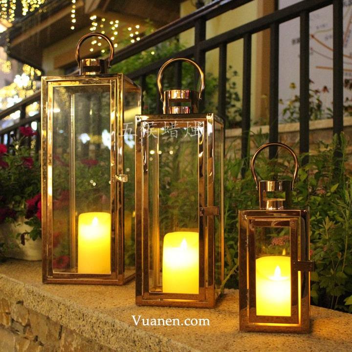 nến trang trí phù hợp với mọi không gian được bày bán tại các cửa hàng
