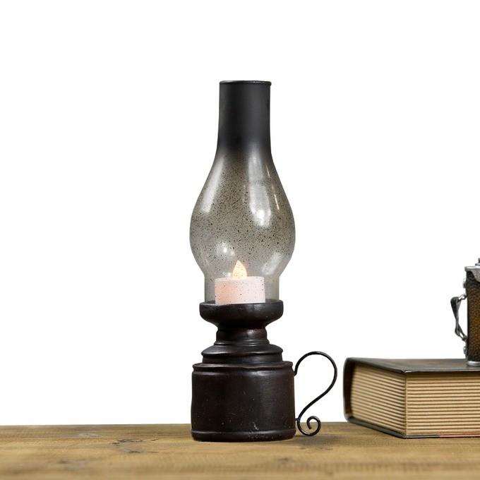 chiếc đèn dầu được thay thế dần bằng nến điện tử
