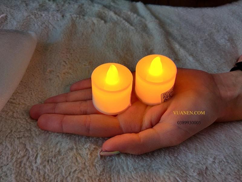 những chiếc nến mini để vừa lòng bàn tay