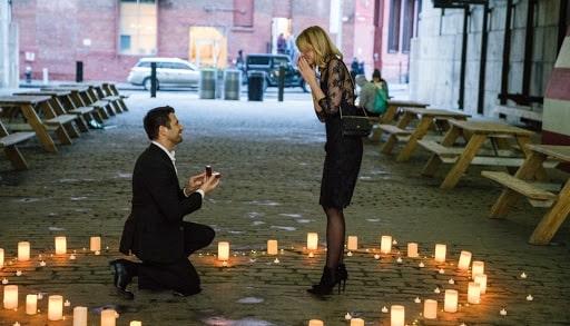 Nến cầu hôn bạn gái nhân ngày lễ trọng đại