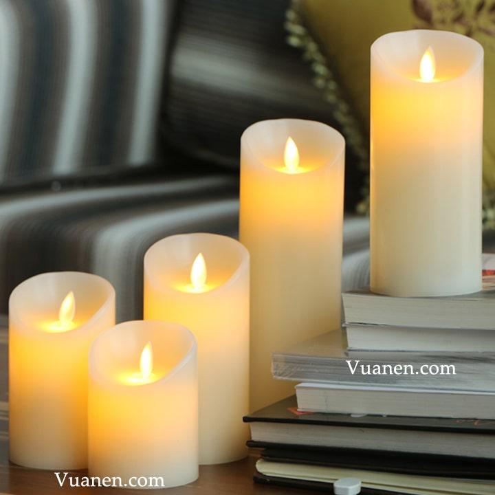 những chiếc nến ánh sáng lung linh xếp lại với nhau khác biệt