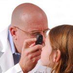 Tinh dầu tràm rơi vào mắt trẻ sơ sinh? 2 cách xử lý nhanh chóng