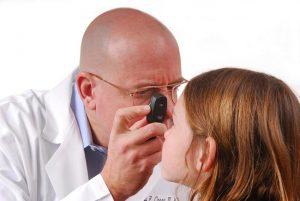 Tinh dầu tràm rơi vào mắt trẻ sơ sinh? Phải làm gì ngay lúc đó