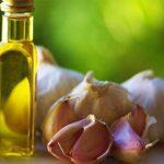 4 Cách dùng tinh dầu tỏi cho bé nhanh khỏi ốm, Có thể dùng để uống