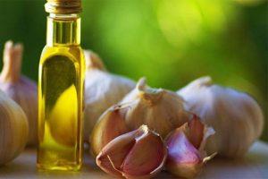 Uống tinh dầu tỏi đúng cách để trị bệnh cho bé nhanh khỏi bệnh