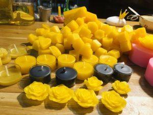 bộ sưu tập nến sáp ong bông hoa tạo nên điểm nhấn