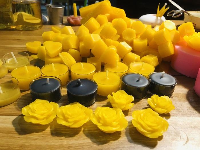 bộ sưu tập các loại nến sáp ong trong ngôi nhà